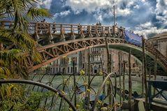 Die Brücke Ponte dell'Accademia