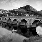 Die Brücke über die Drina - Un Puente Sobre El Drina