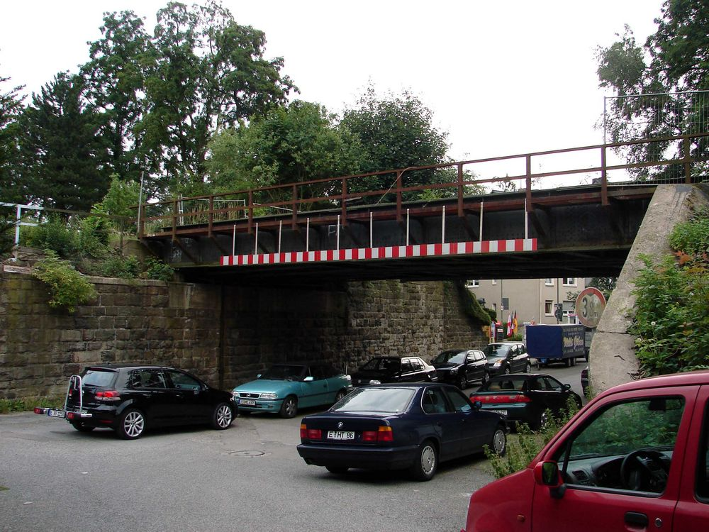 Die Brücke über die Grieperstraße....