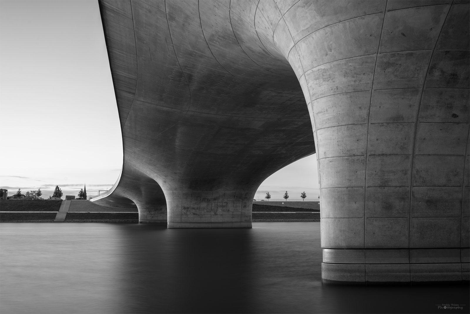 Die Brückenpfeiler in Nimwegen-Holland