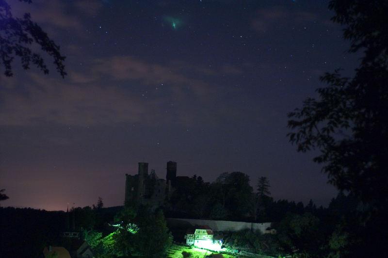 Die Burg Hanstein in der letzten Neumondnacht