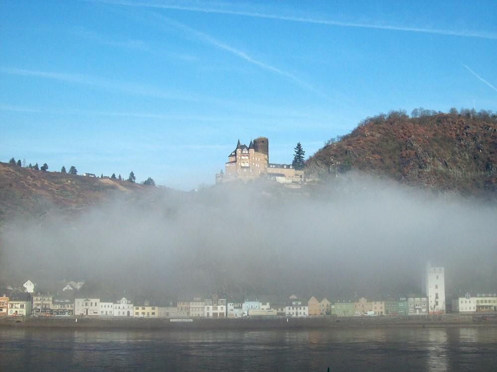 Die Burg Katz in Morgenstimmung..