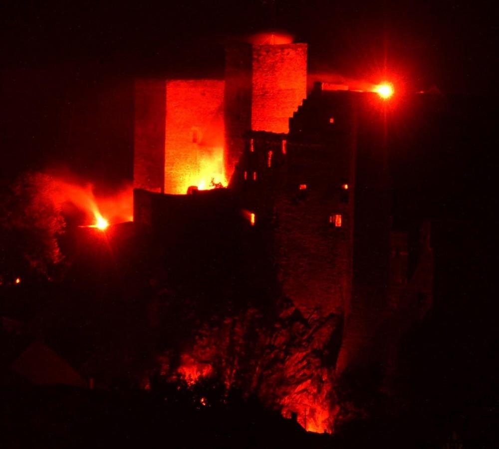 Die Burg Runkel in Flammen 2009 (1)