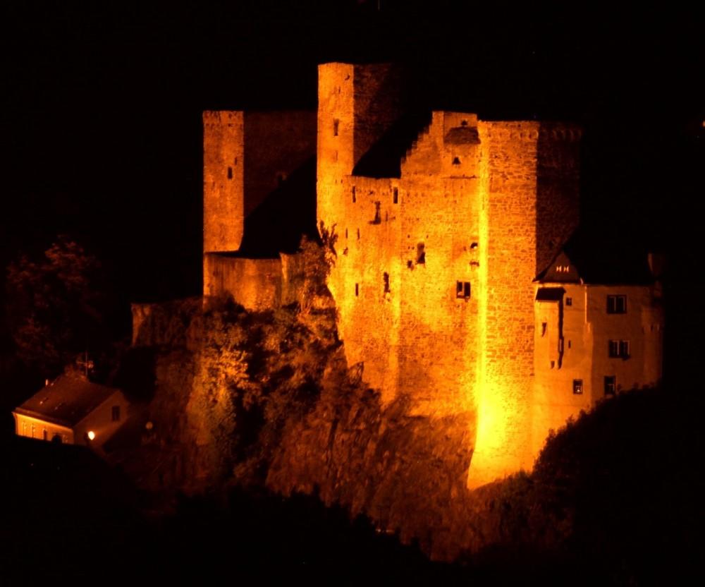 Die Burg Runkel nachts (2)