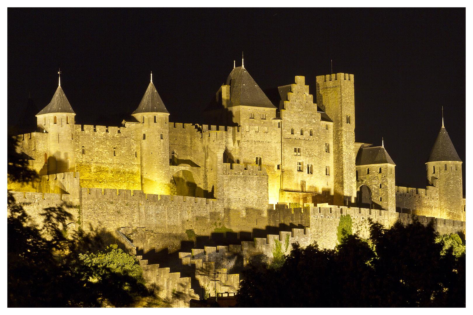 Die Burg von Carcassonne bei Nacht