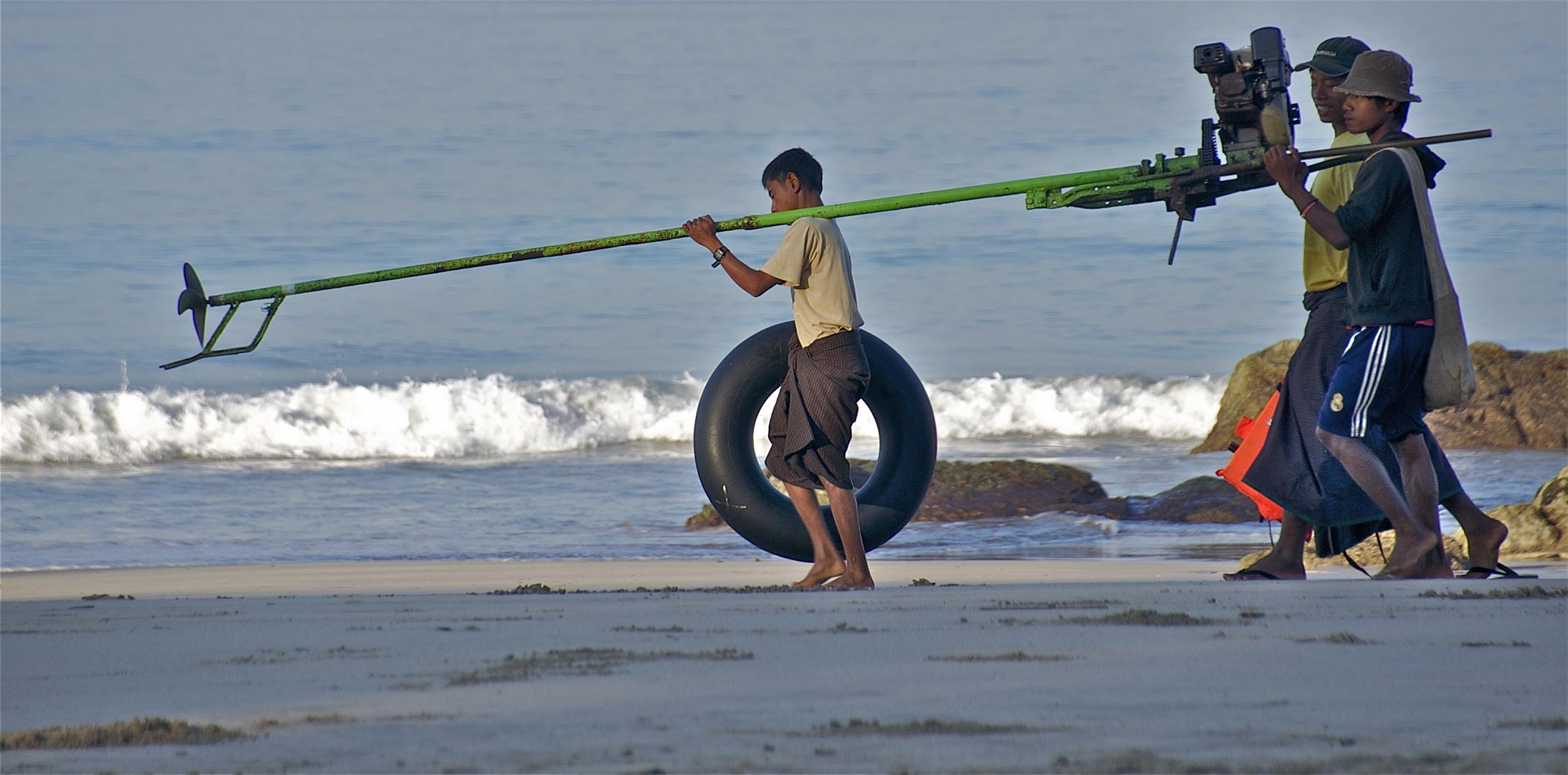 die burmesische kindheit geht beim mann bis ins hohe alter, sagt man...