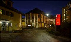 Die Chiemgau-Klinik nachts