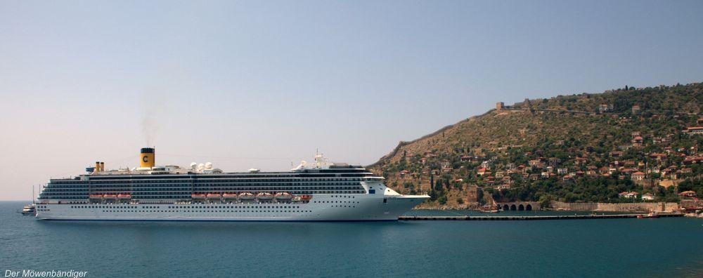 """Die"""" Costa mediterranea """"im Hafen von Alanya"""