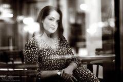 Die Dame im Café