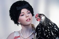 Die Dame mit dem Hühnchen - 2