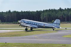 Die DC-3 rollt an