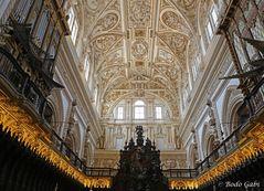 Die Decke über dem Chor