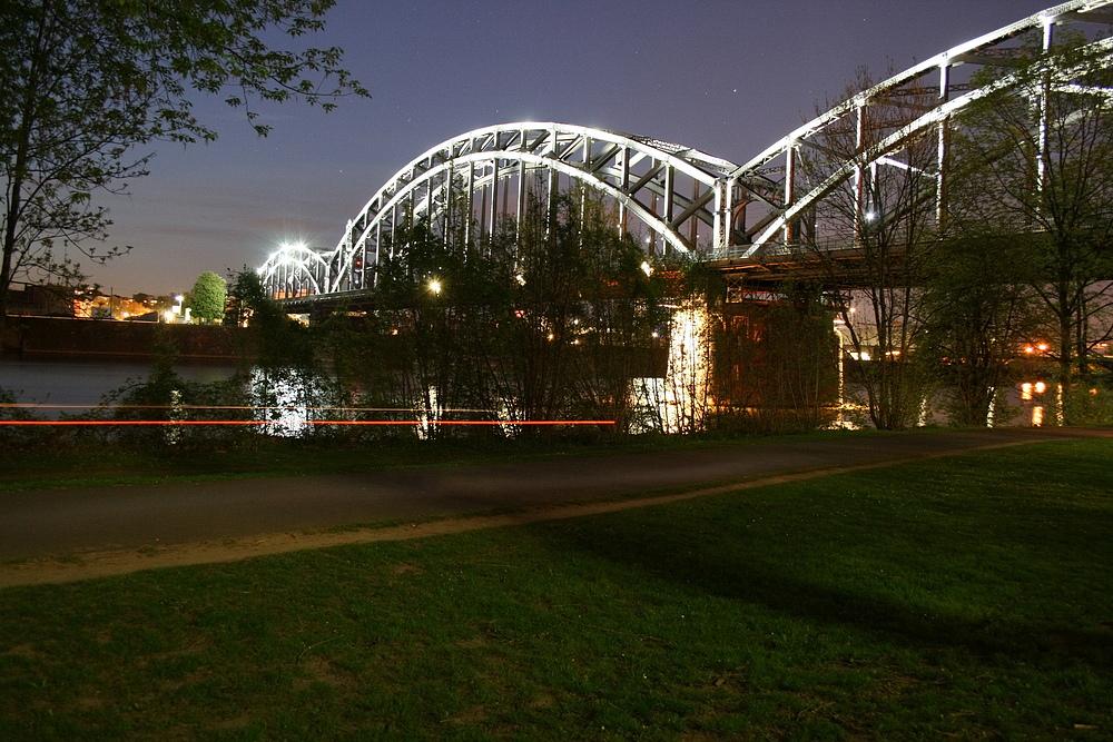 Die Deutschherrnbrücke in Frankfurt-Sachsenhausen
