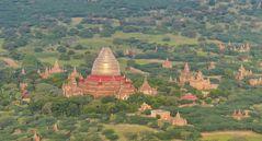 ...die Dhammayazika Pagode im Sonnenlicht...