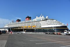 "Die ""Disney Magic"" in Warnemünde"