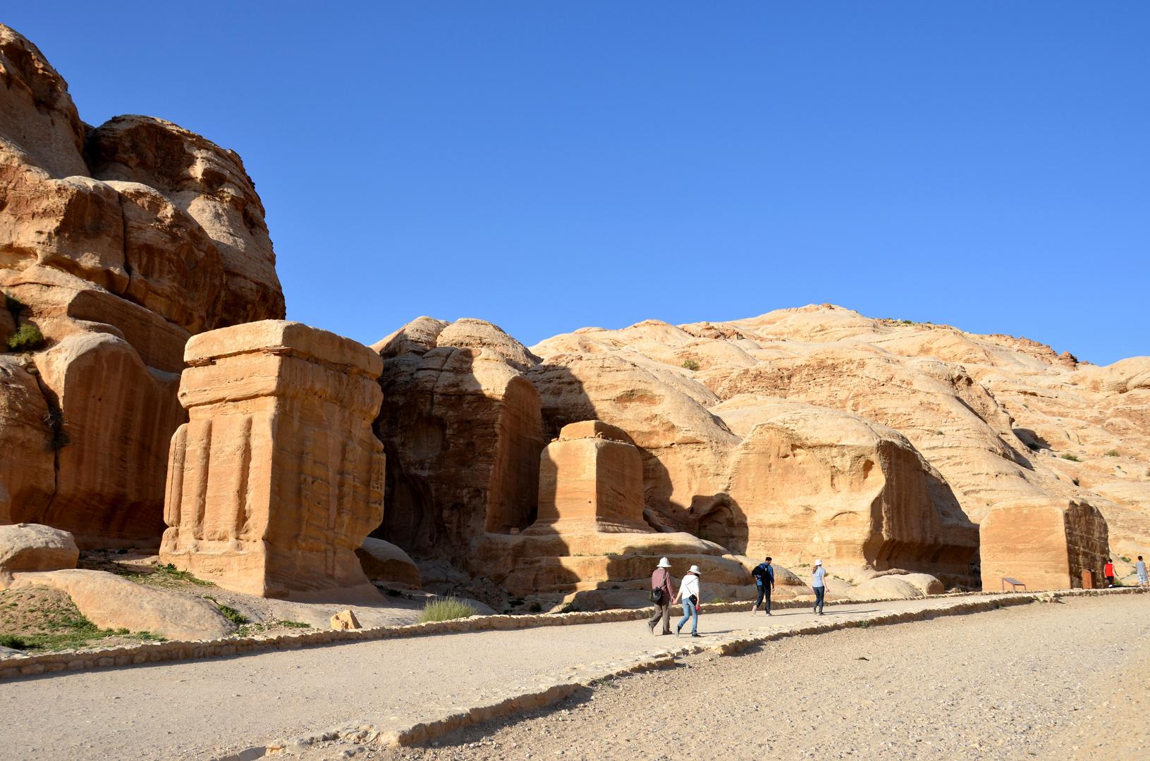 Die Djin Blocks stehen nahe dem Ein- bzw. Ausgang von Petra