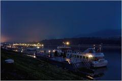 Die Donau mit der Anlegestelle in Melk