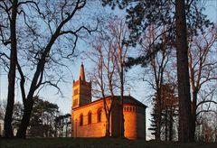 Die Dorfkirche ...