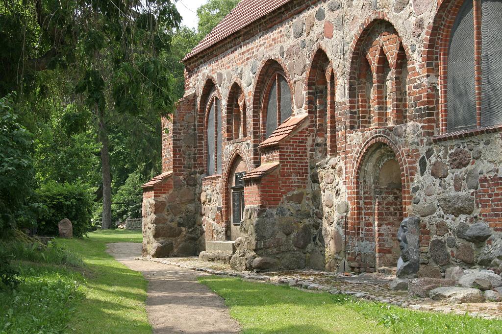 Die Dorfkirche in Liepe/Usedom