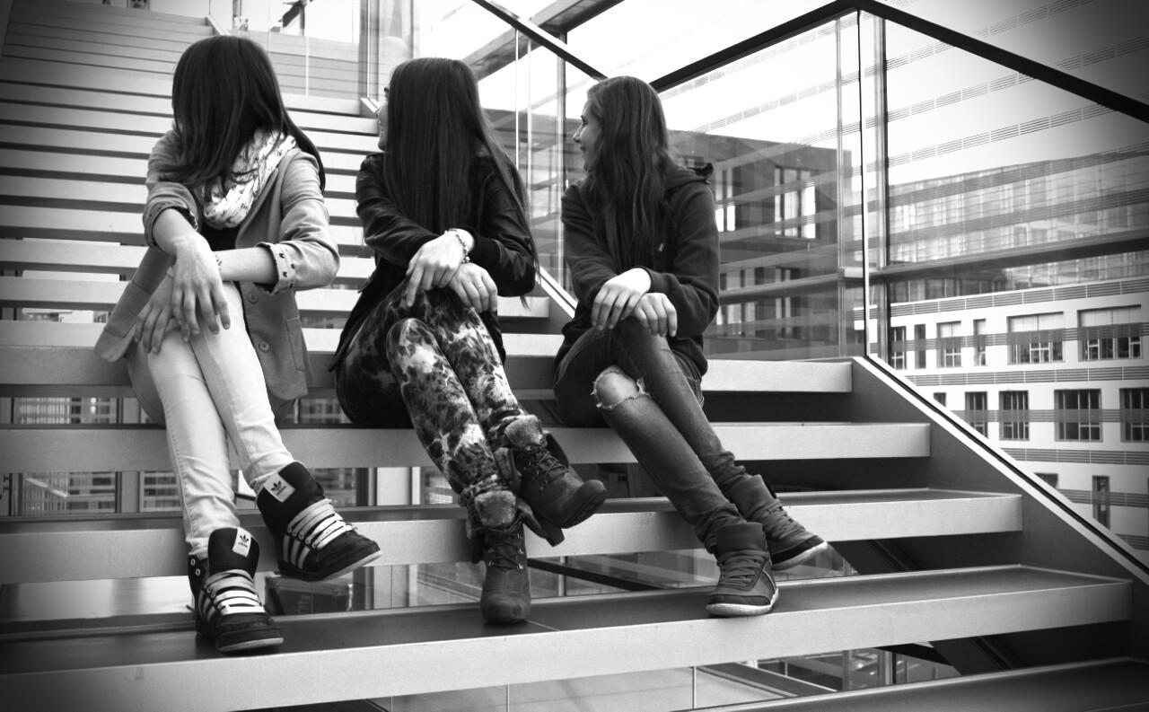 die Drei auf der Treppe