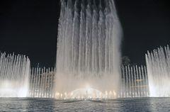 Die Dubai Fountain im Burj Park