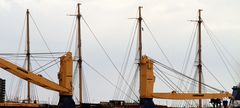 die eingepackte Peking am 30.7.2017 auf de Elbe
