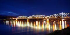 Die Eisenbahnbrücke in Linz 2
