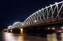 Die Eisenbahnbrücke in Linz