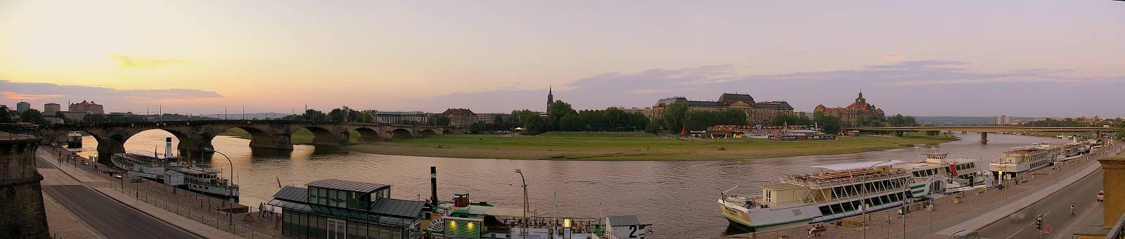 Die Elbe am Abend