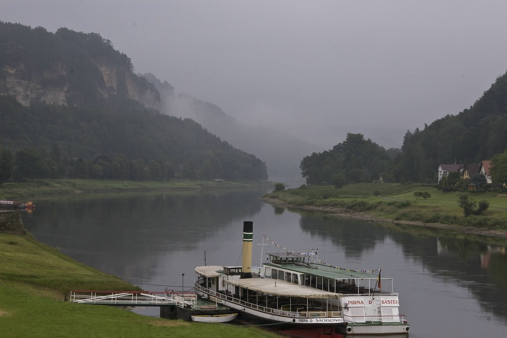 Die Elbe im Morgennebel an der Bastei