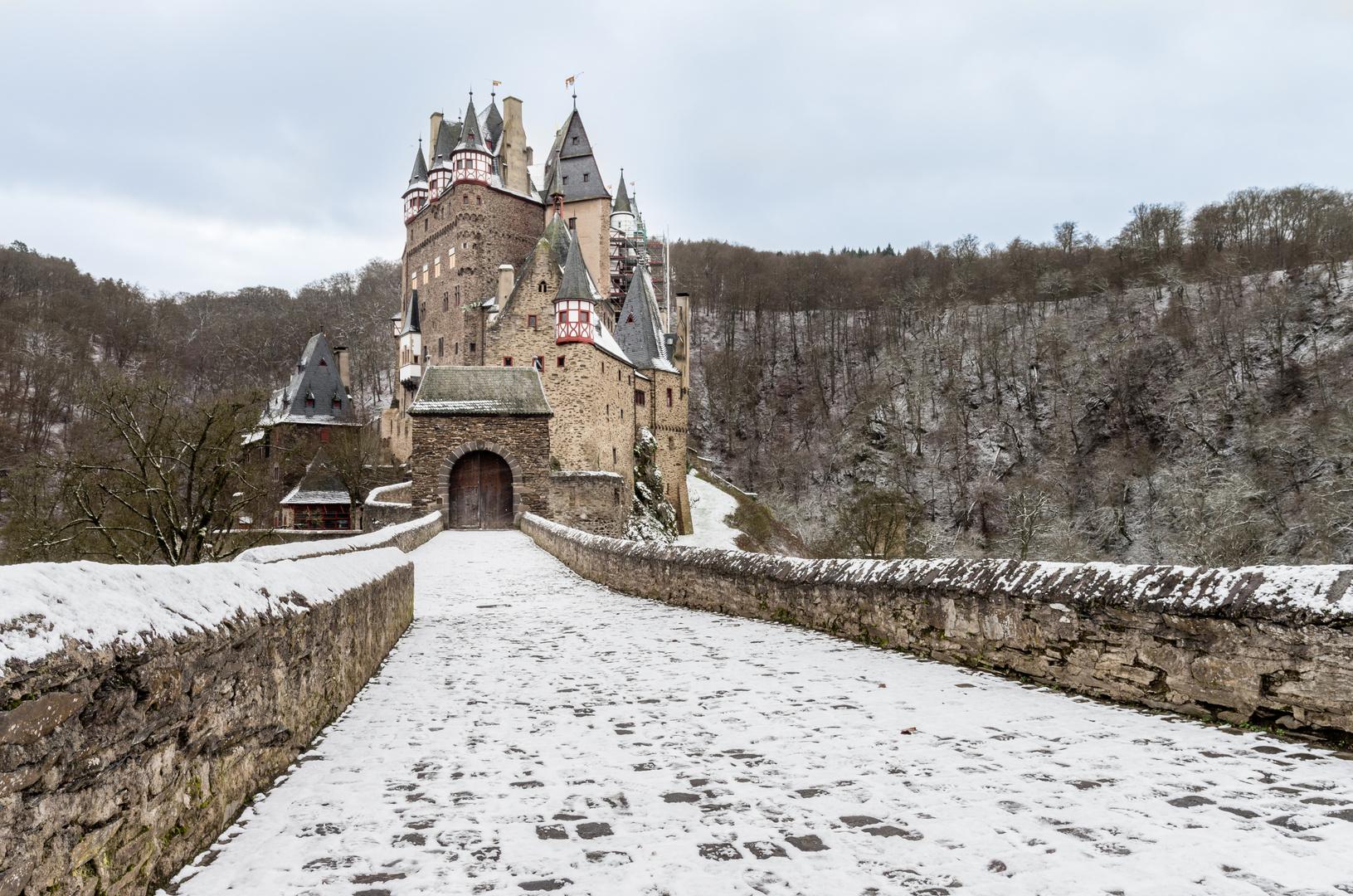 Die Eltz im ersten Schnee
