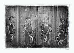 - Die Fab Four als Marionetten -