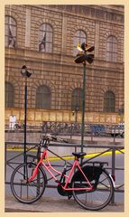 Die Fahrradwächter auf dem Opernplatz, Sonntag 7:00 Uhr