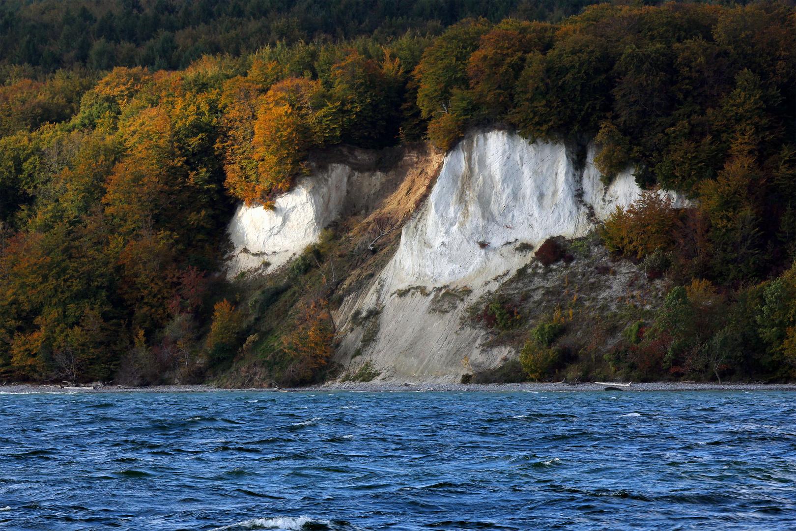 Die Farbe des Meeres und der Felsen vor dem Sturm...