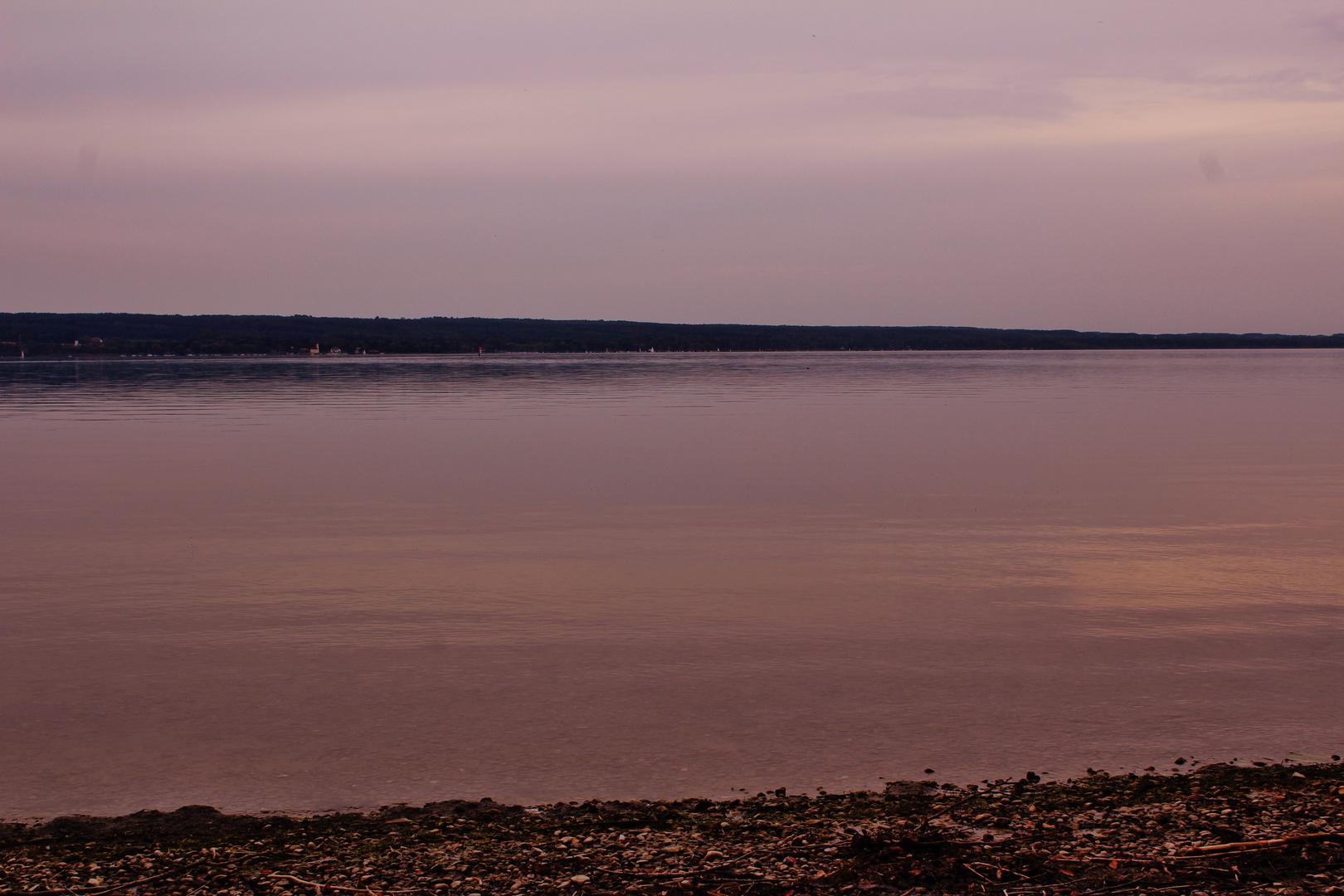 die Farben eines Sonnunununterganges am See