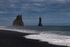 Die Felsen von Reynisdrangar