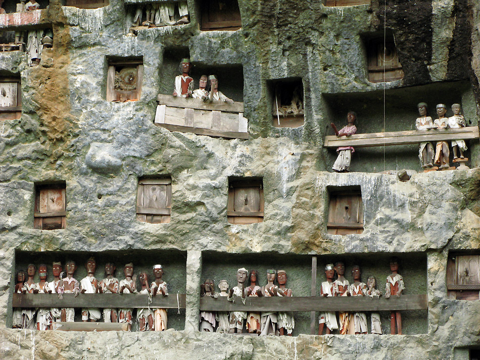 Die Felsengräber der Toraja auf Sulawesi