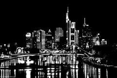 Die Frankfurter Skyline mal sehr kontrastreich.