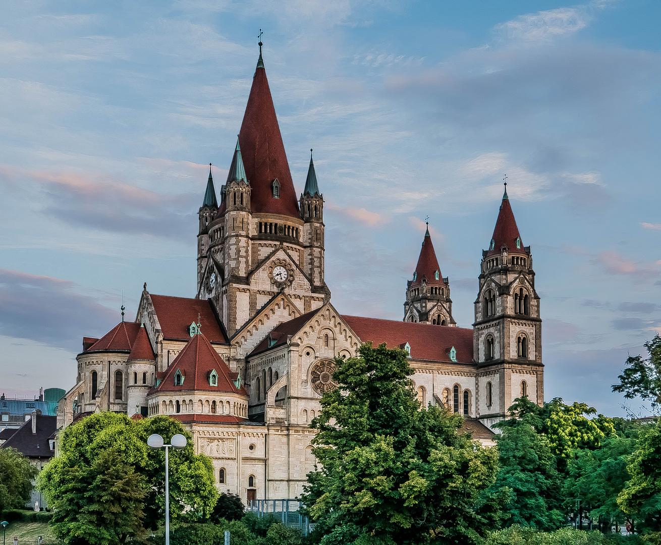 Die Franz-von-Assisi-Kirche (2)
