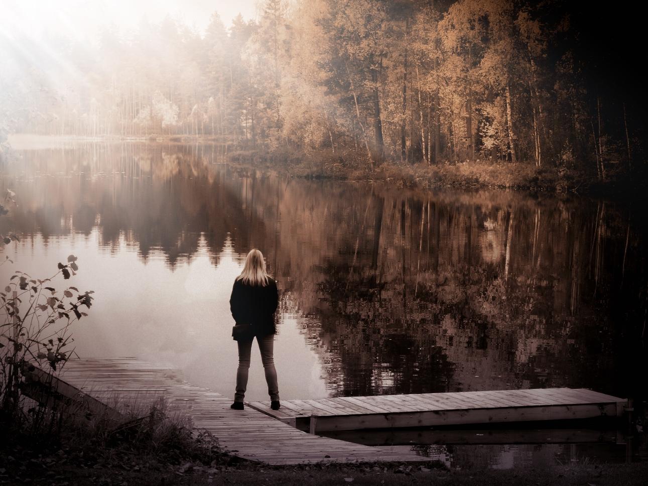 Die Frau am See