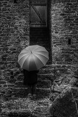 Die Frau mit dem Regenschirm (112), und wieder gilt es eine Tür zu öffnen!