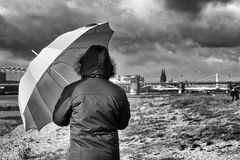 Die Frau mit dem Regenschirm; erreicht den Rhein und Köln (28)