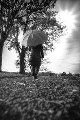 Die Frau mit dem Regenschirm geht in eine AUSzeit! (100)