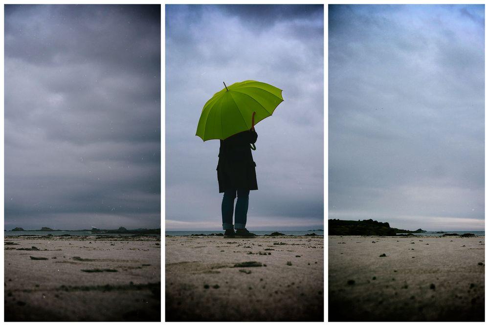 Die Frau mit dem Regenschirm, genießt eine Auszeit (55)