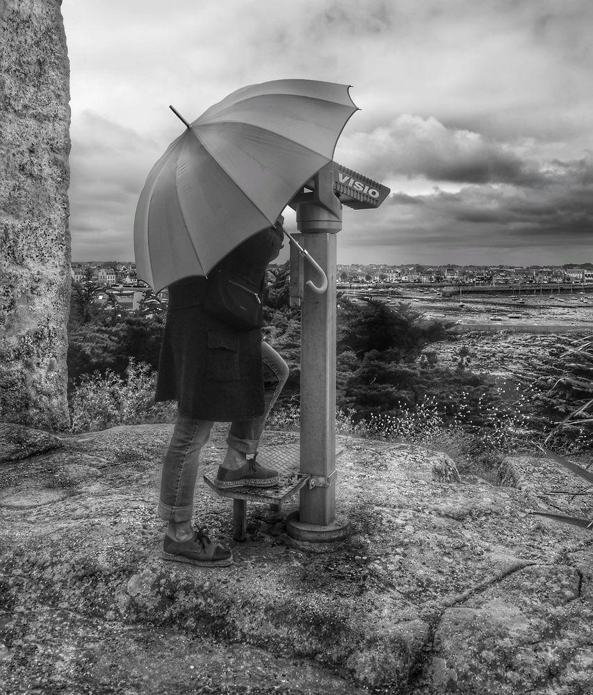 Die Frau mit dem Regenschirm, sucht einen Weg zu Ihrer Erinnerung!