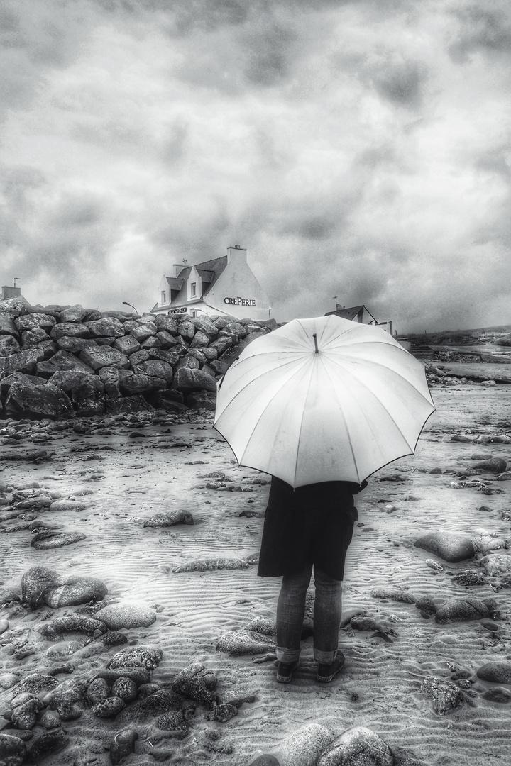 Die Frau mit dem Regenschirm; verspürt einen Hunger.  (21)