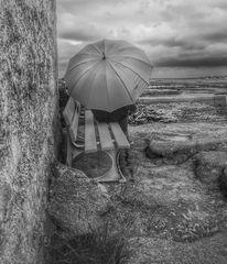 Die Frau mit dem Regenschirm wartet noch immer auf die Fähre (53)