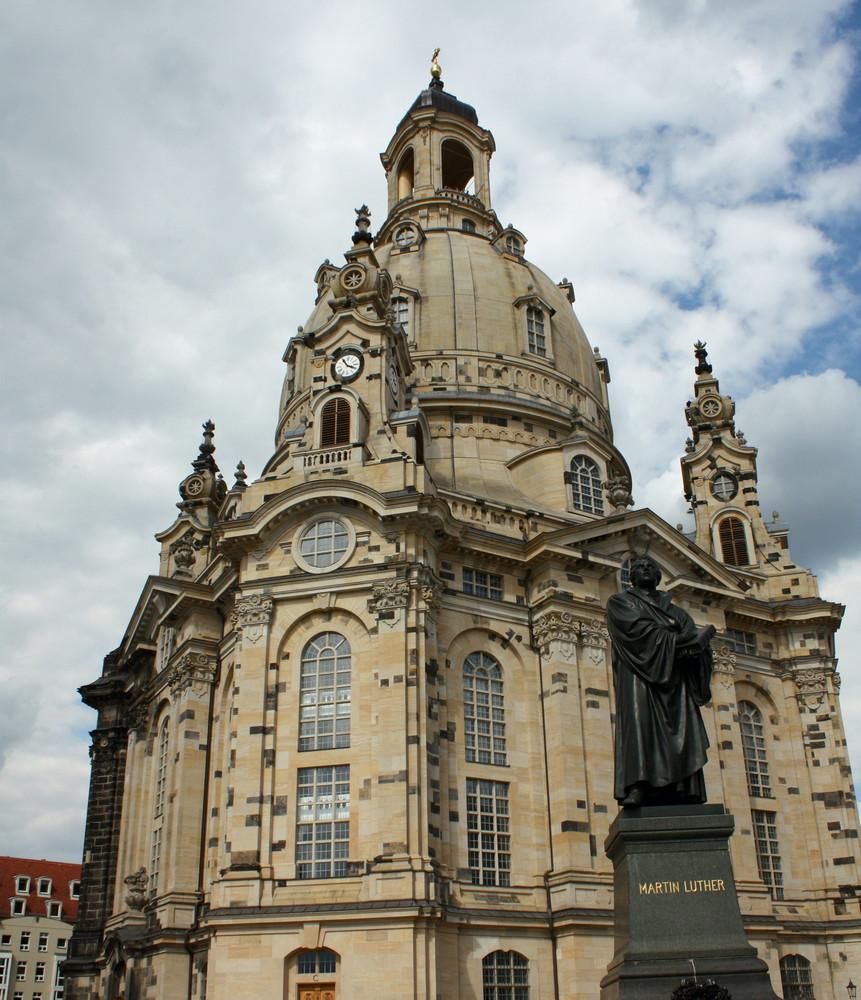 Die Frauenkirche im Schatten