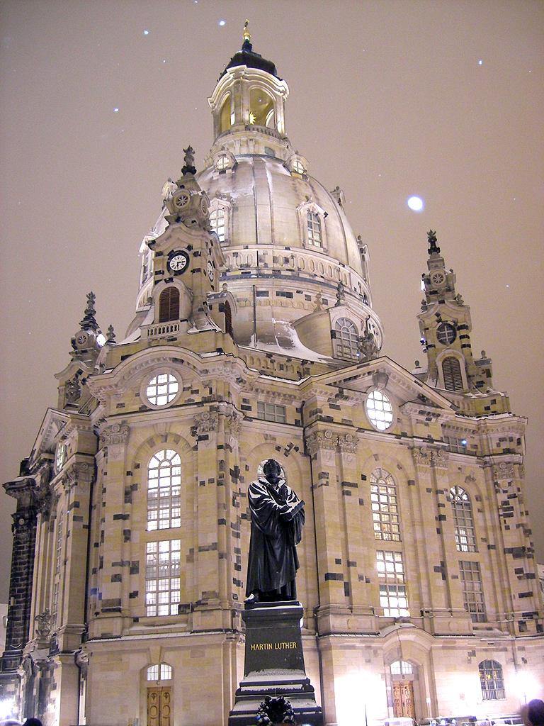 Die Frauenkirche zur Weihnachtszeit