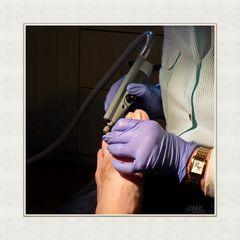 Die Fußpflege wird auch Pediküre (vom lateinischen pes, pedis = der Fuß) genannt.
